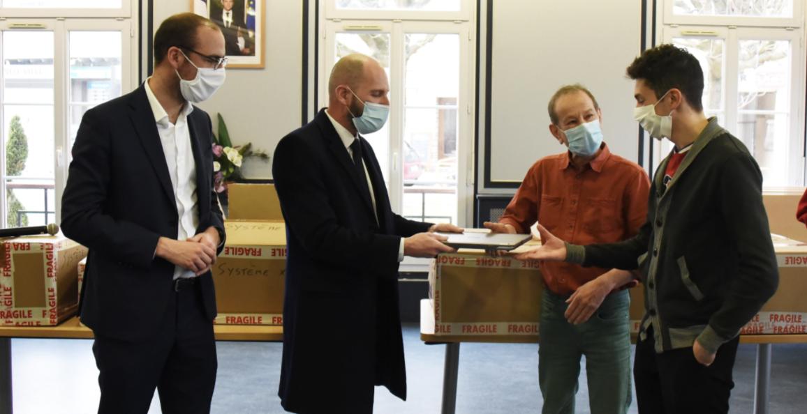 L'IRT SystemX agit localement sur le territoire Paris-Saclay pour réduire la fracture numérique en faisant don de PC reconditionnés à des associations engagées dans l'accompagnement à la scolarité